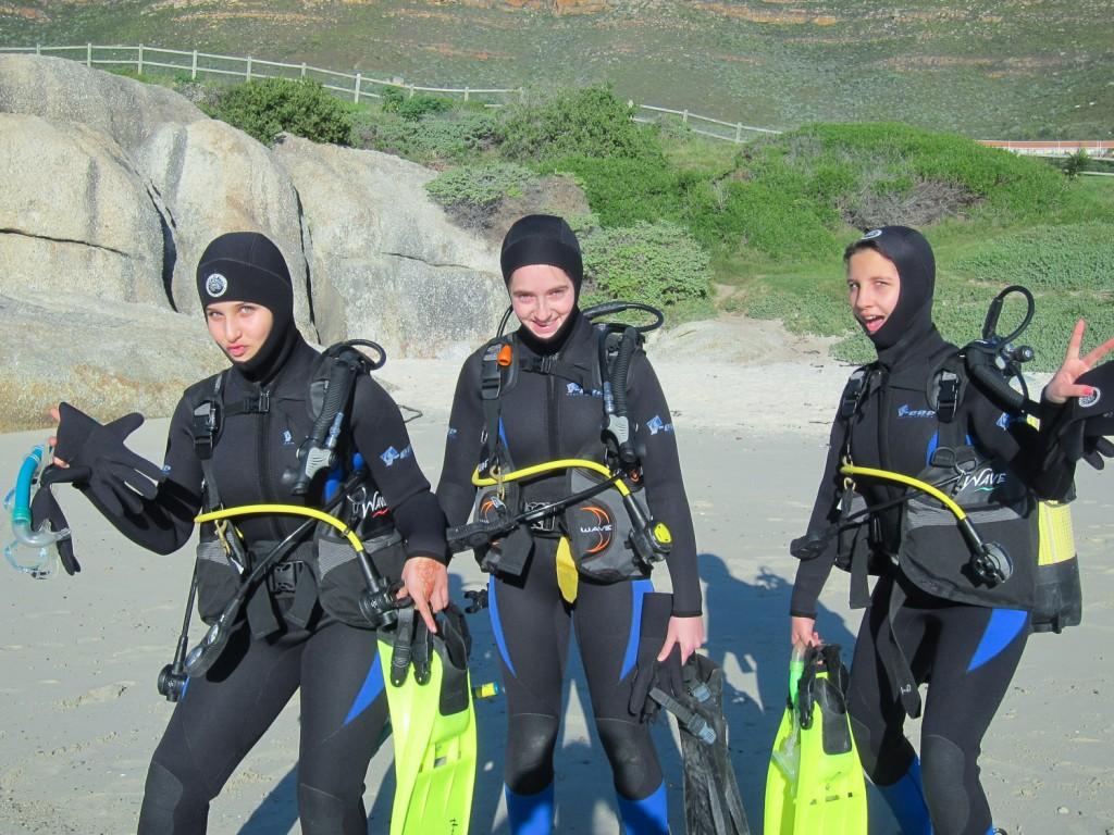 girls-having-fun-scuba-course