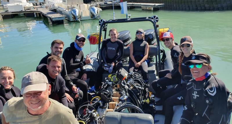 divers-going-for-a-fun-dive-on-Indigo-Scuba's-dive-boat
